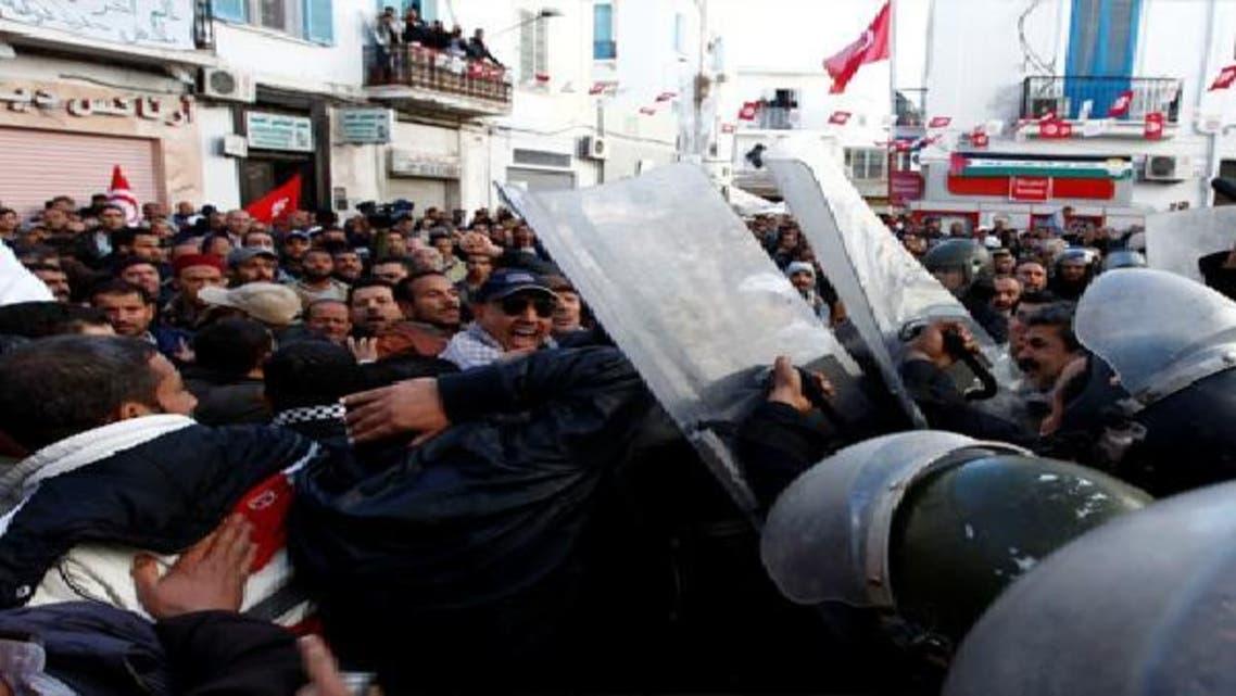 إضراب عام في تونس بعد اشتباكات بين اتحاد العمال وإسلاميين
