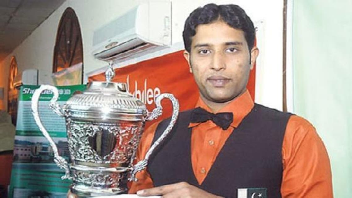 Pakistan's Muahmmad Asif, winner of the IBSF World Snooker Championship, holds his trophy. (Photo courtesy ARY News TV)