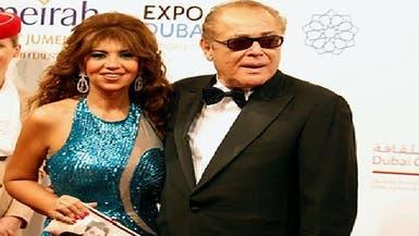 محمود عبد العزيز يهدي جائزة مهرجان دبي لثوار مصر