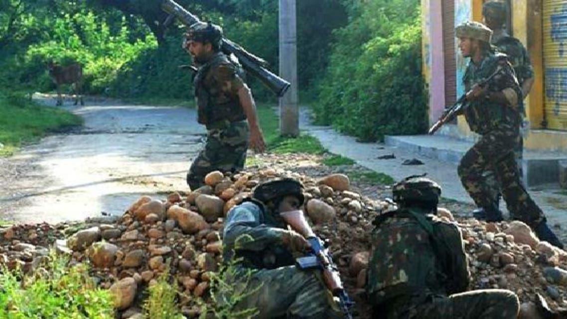 بھارتی فوجی مقبوضہ کشمیر میں حریت پسندوں کے خلاف کارروائی میں مصروف ہیں