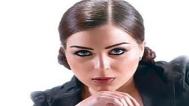 مي عزالدين تقاضي منتحلي شخصيتها على تويتر وفيسبوك