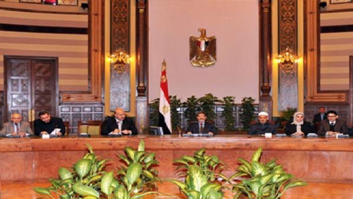مرسي خلال اجتماعة مع القوى السياسية