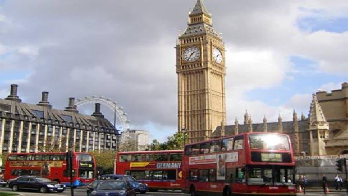 """ساعة \\""""بيغ بن\\"""" الشهيرة في ساحة البرلمان وسط لندن"""