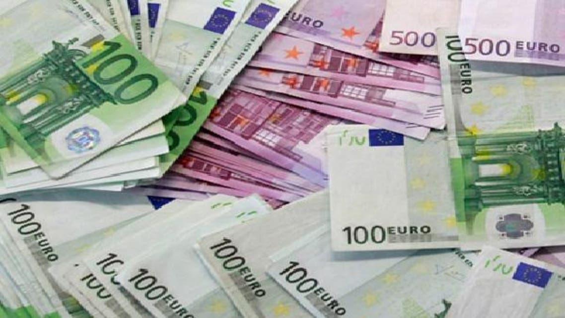 تحذير المركزي الإسباني يعيد اليورو إلى أدنى مستوى