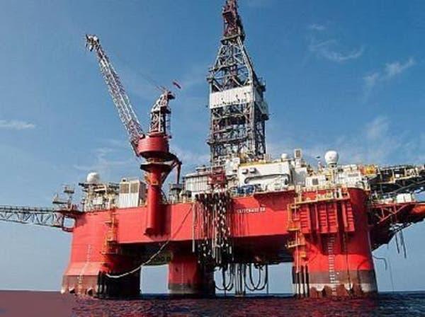 النفط يهبط 4% بعد انحسار التوقعات بتحرك أوبك