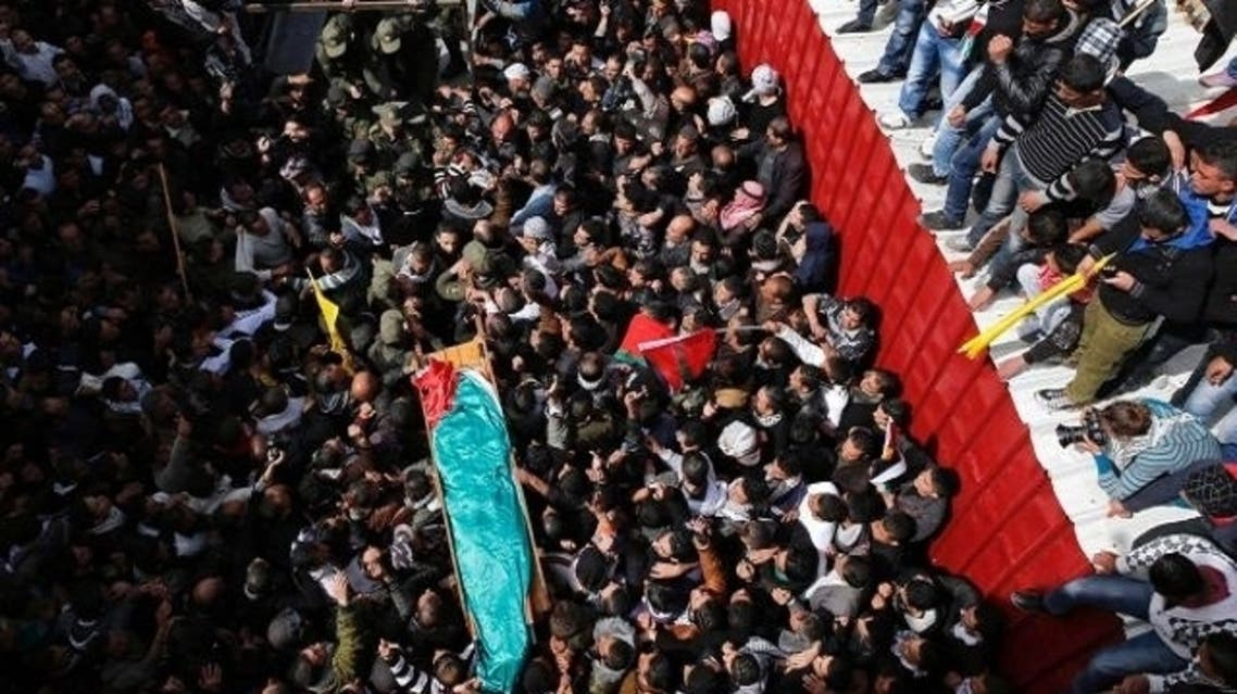Palestinians carrying the body of Arafat Jaradat during his funeral in the West Bank village of Se'eer near Hebron, Feb. 25, 2013. (Reuters)