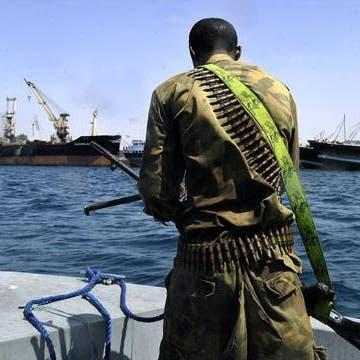 مقتل شخص واختطاف 15.. تركيا تبحث عن طاقم سفينة بإفريقيا
