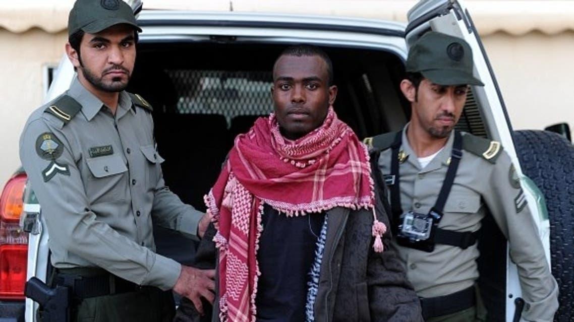 القبض على أحد الأفارقة المخالفين حاول الهرب
