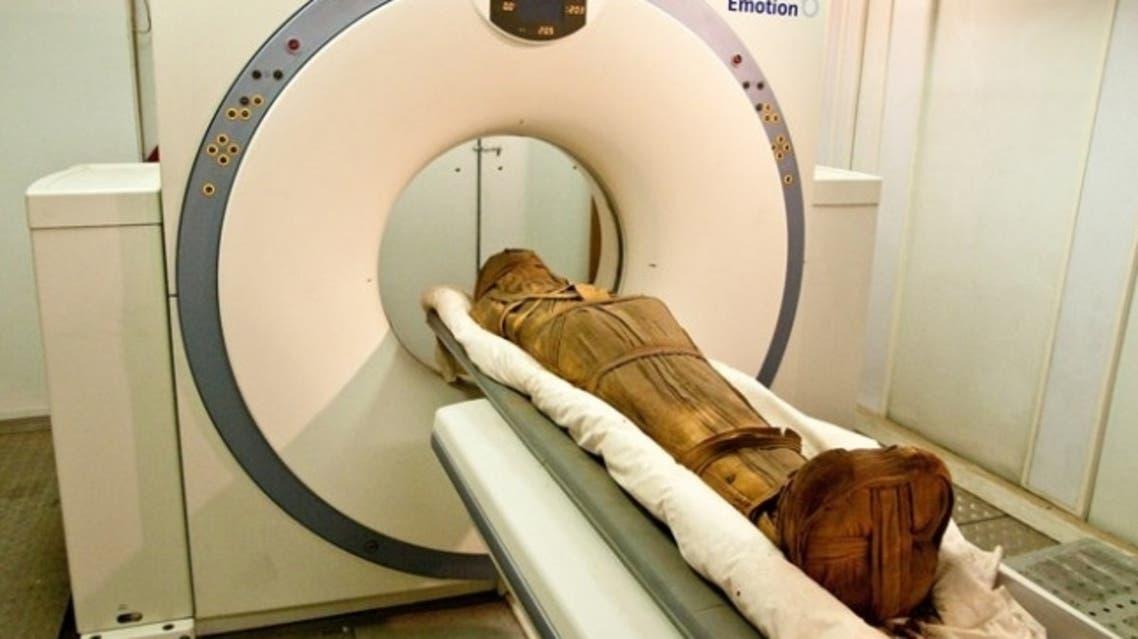 فحص الموميات بالأشعة المقطعية