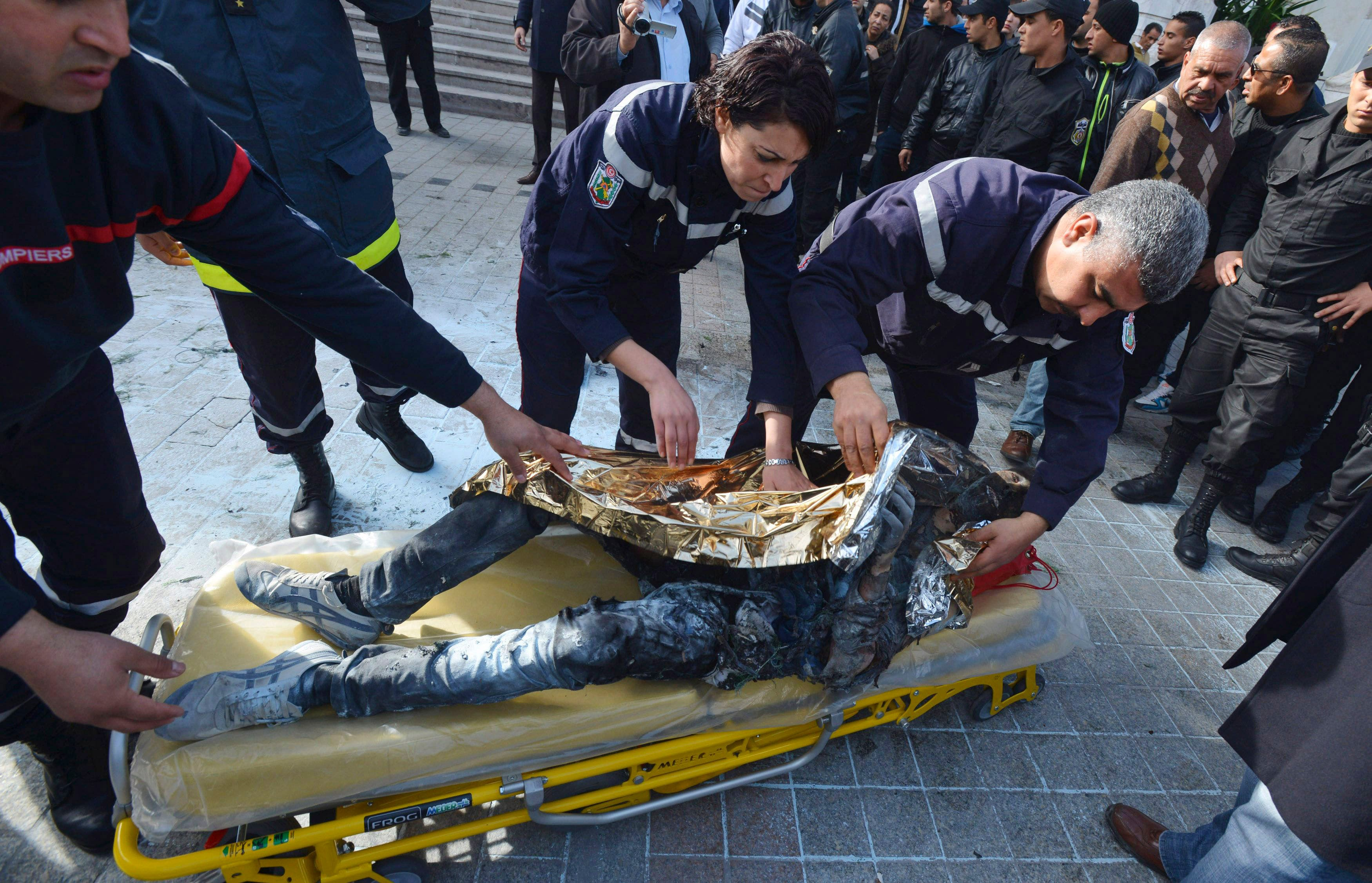 Tunisian vendor who set himself on fire dies