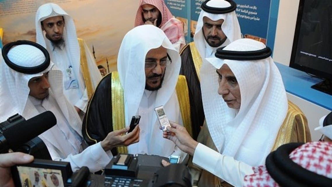 د.آل الشيخ في مؤتمر صحفي خلال جولة في معرض الكتاب