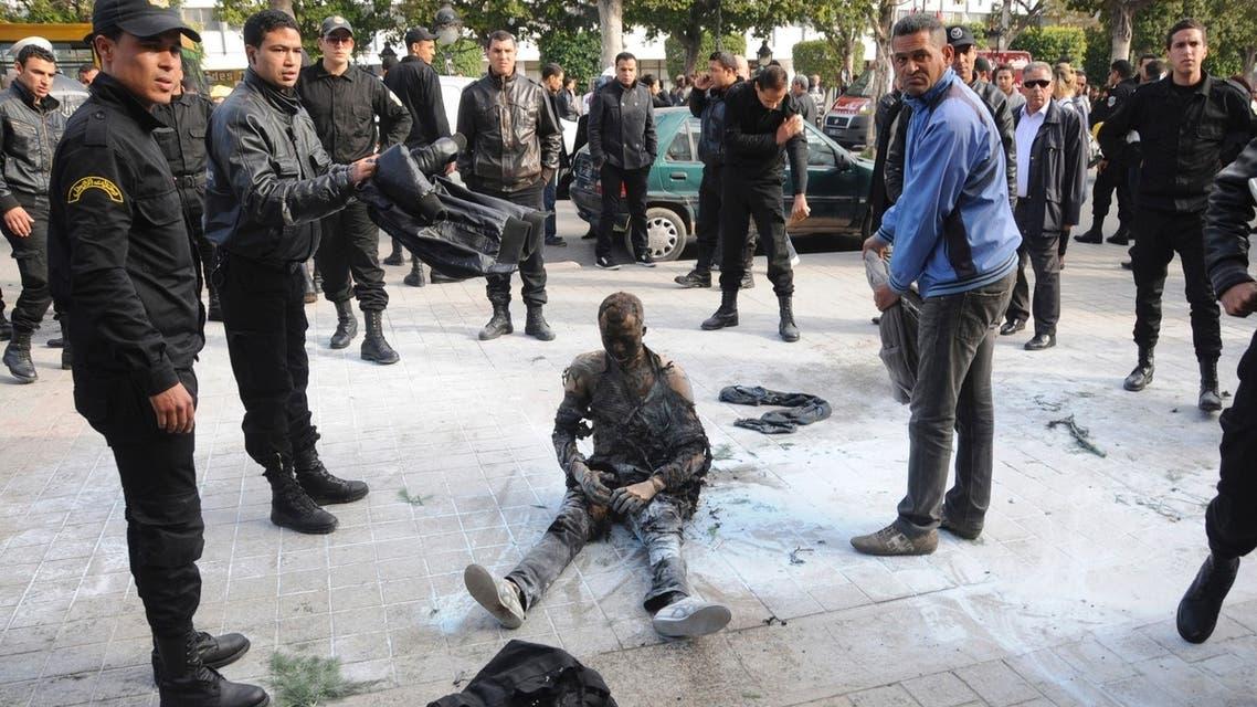 Tunisian vendor who set himself on fire dies