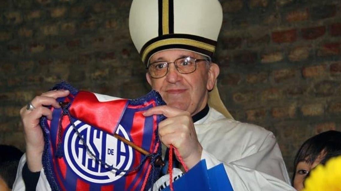 البابا الجديد من مشجعي فريق سان لورينزو الأرجنتيني