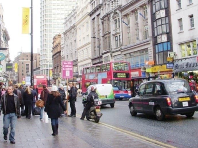 كيف استقبلت المتاجر في لندن مرتاديها؟
