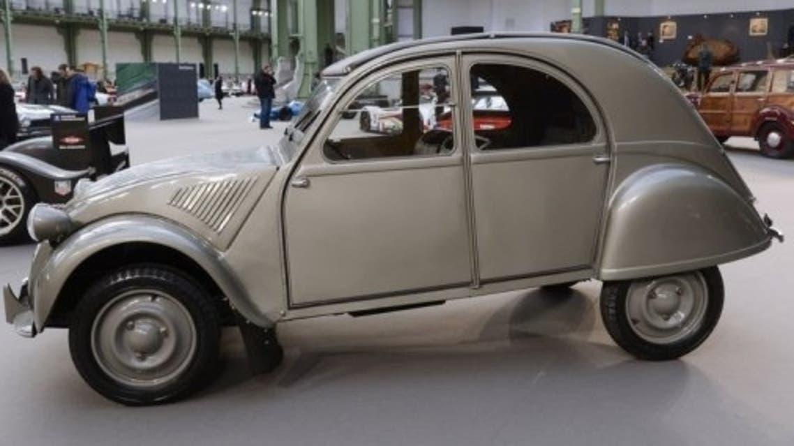 سيارة سيتروان دو شوفو في معرض في باريس