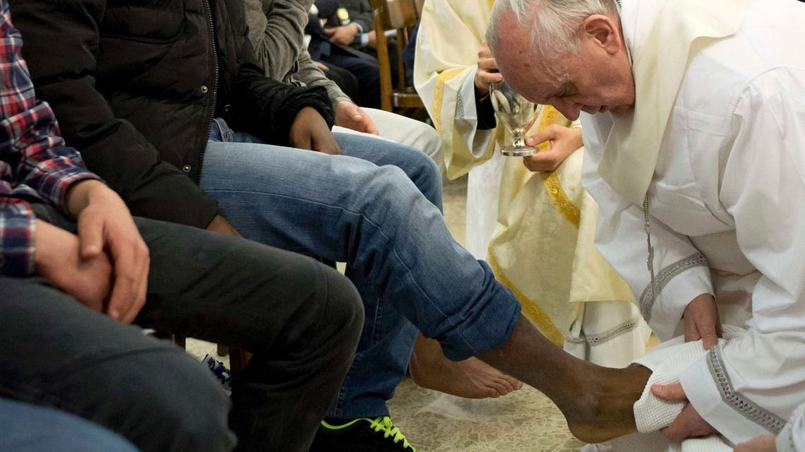Pope Francis washes the foot of a prisoner at Casal del Marmo youth prison in Rome. (Reuters)