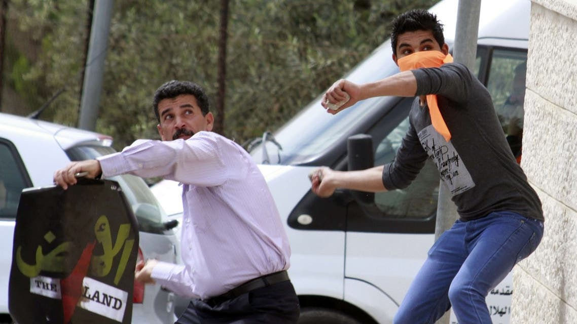 palestinians throw stones on March 30th 2013 marking land day AFP