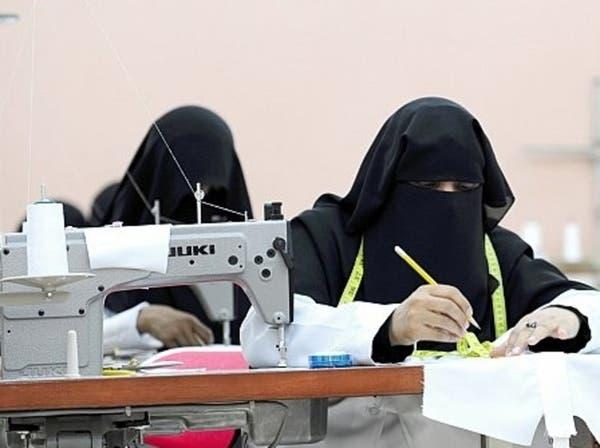 """""""العمل"""" السعودية تتكفل بمشروع نقل عام للعاملات بالمصانع"""