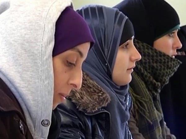 مشروع قانون فرنسي يحظر ارتداء الحجاب في المؤسسات الخاصة