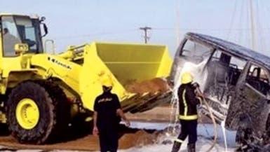 قائد حافلة يخاطر بحياة 6 طالبات ويساهم في إشعال حريق
