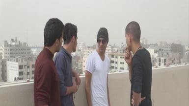 شرطة حماس تجبر بعض الشباب على حلاقة شعرهم بالكامل