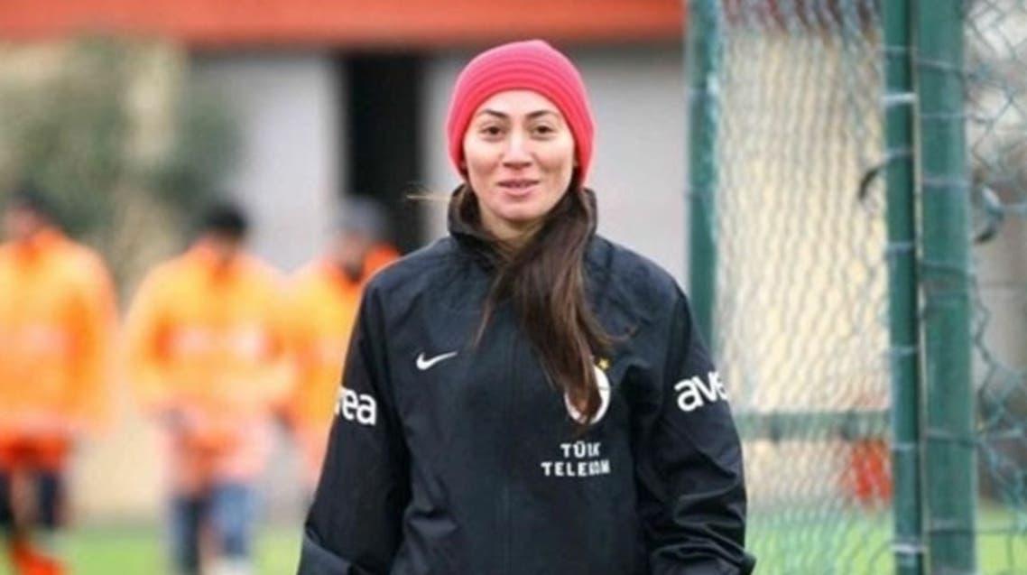 امرأة تقود تدريب بطل الدوري التركي