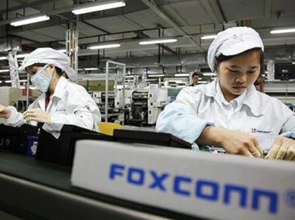 أكبر شركة لتصنيع آيفون تستأنف العمل في الصين بقدرات محدودة