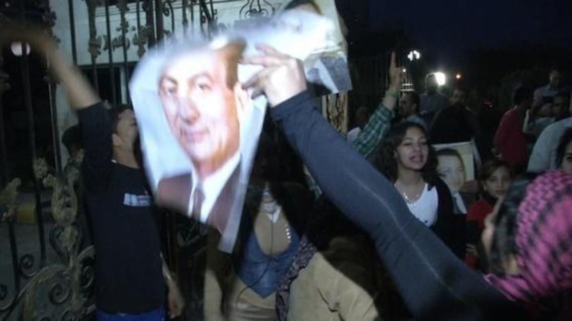 احتجاجات على نقل مبارك إلى سجن طرة