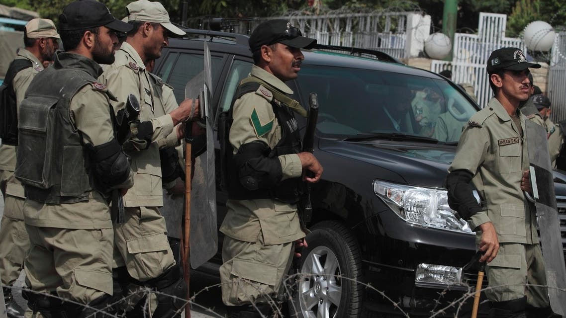 Guards Musharraf Reuters