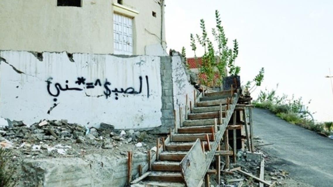 """توسعة طريق """"تعلق"""" سكان حي في الطائف.. والحل سلالم حديدية"""