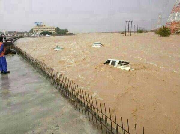 10 آلاف بلاغ في السعودية نتيجة الأمطار وغرق أجزاء من عُمان