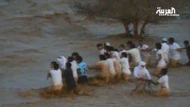 """""""سلاسل بشرية"""" لمواجهة خطر السيول في السعودية"""