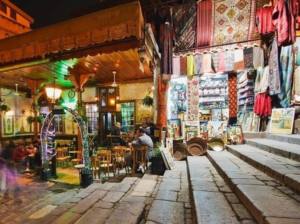 مقاهي دمشق تتناسى تاريخها ويهجرها روادها لصالح الشبيحة