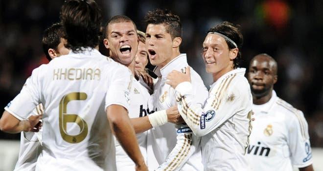 لاعبو مدريد يحتفلون بأحد الأهداف