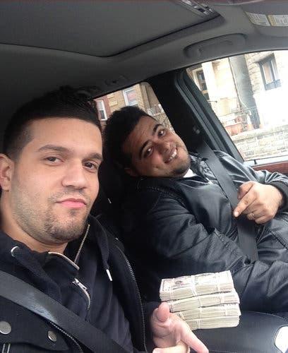 من خلية نيويورك: أمير تيسير ياغي (يمين) وإلفيس رودريغز، ومعهما رزم المال