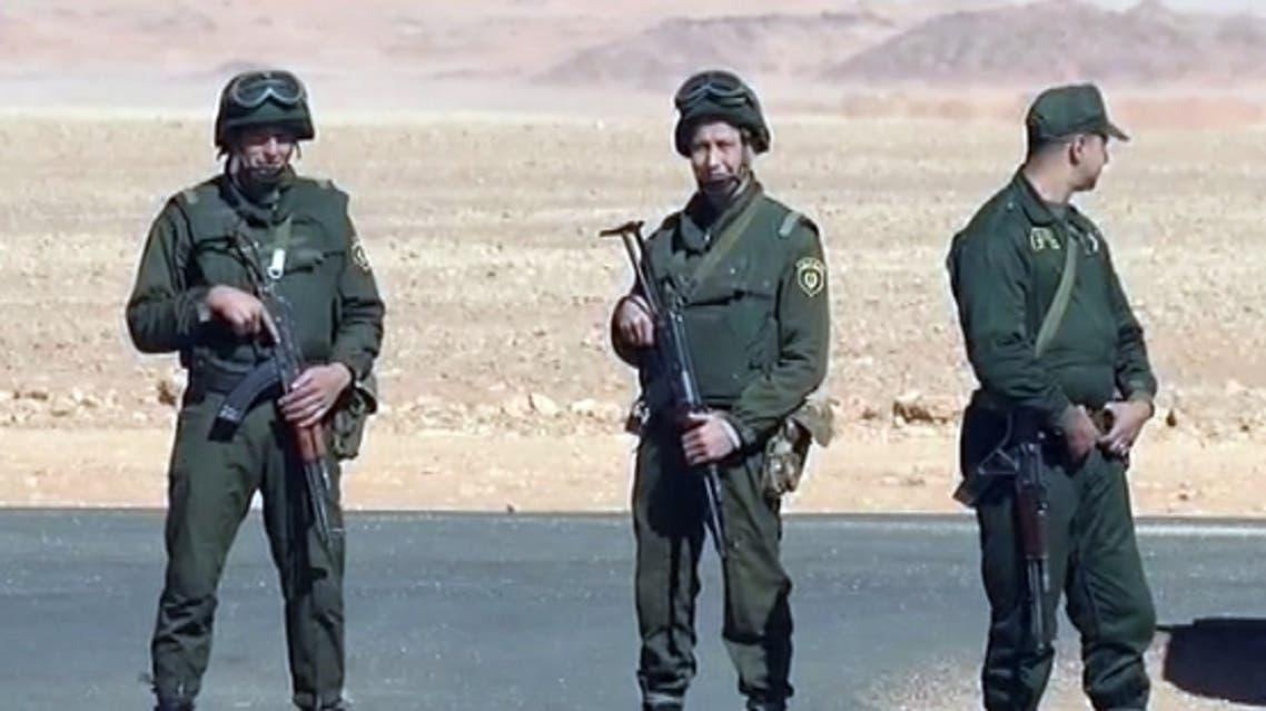 عناصر من جيش الجزائر على الحدود مع تونس