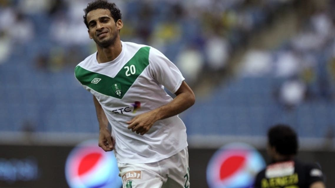 عماد الحوسني يحتفل بأحد أهدافه الأربعة في النصر (تصوير: بدر الحمد)