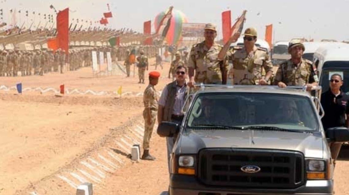 عبدالفتاح السيسي يتفقد قوات الجيش