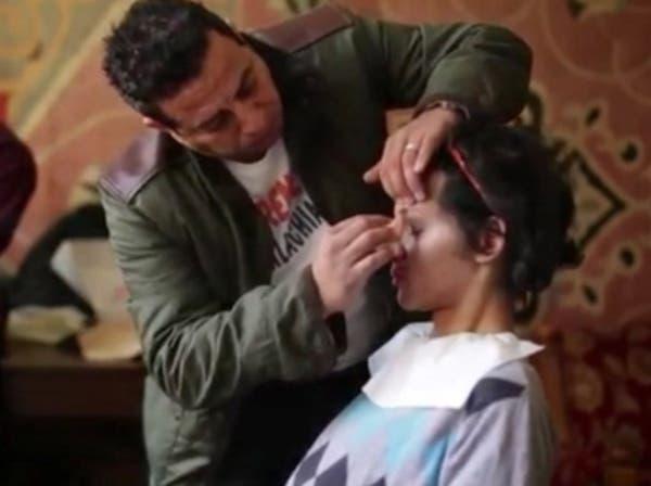 شاب يتنكر في زيّ فتاة ويتم التحرش به في مصر