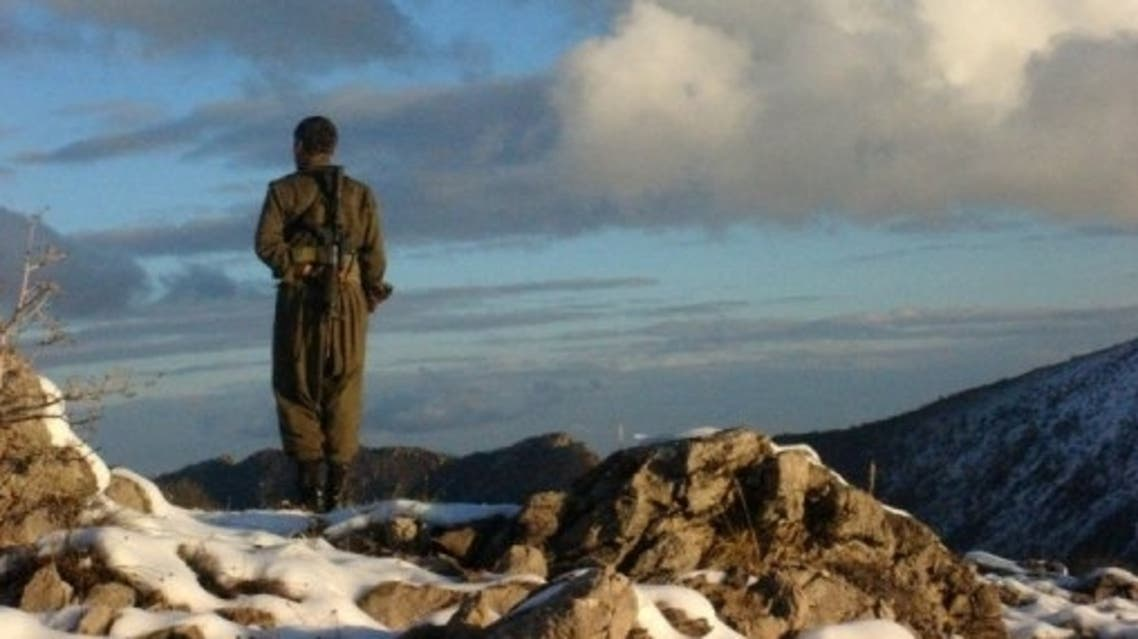 A Kurdistan Workers' Party fighter stands watch in the mountainous region in Turkey on the Iraqi border, May 9, 2013 (Firat New Agency /AFP, -)