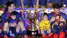 Barcelona close on 100 points, lift La Liga trophy