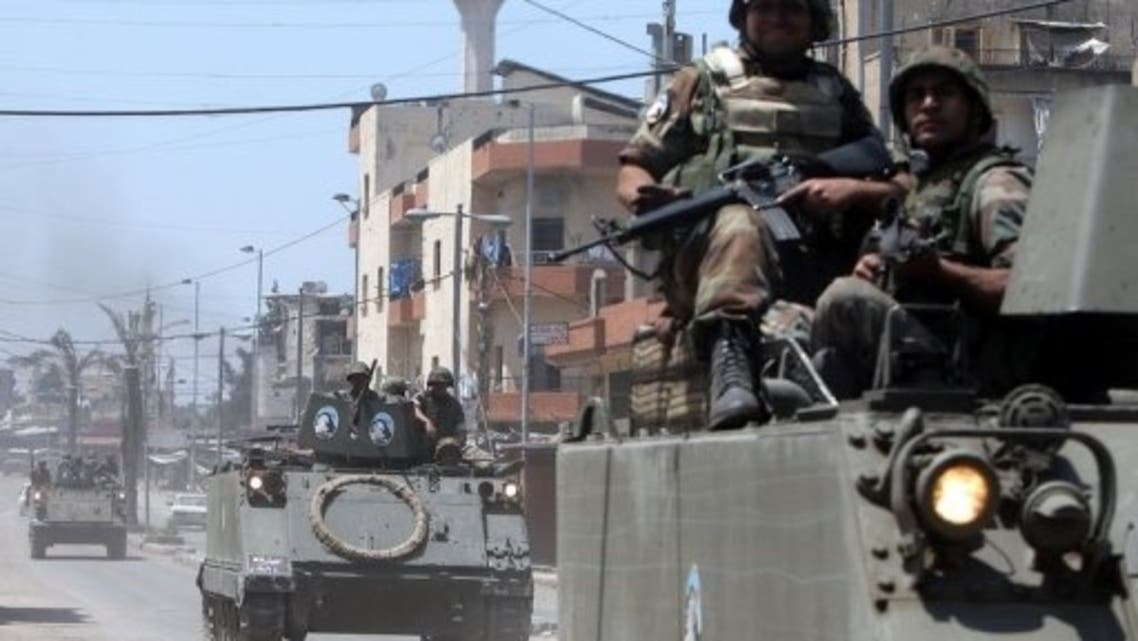 Lebanese soldiers deploy along the demarcation line between Tripoli's Sunni Muslim and Alawite areas, May 21, 2013 (AFP)