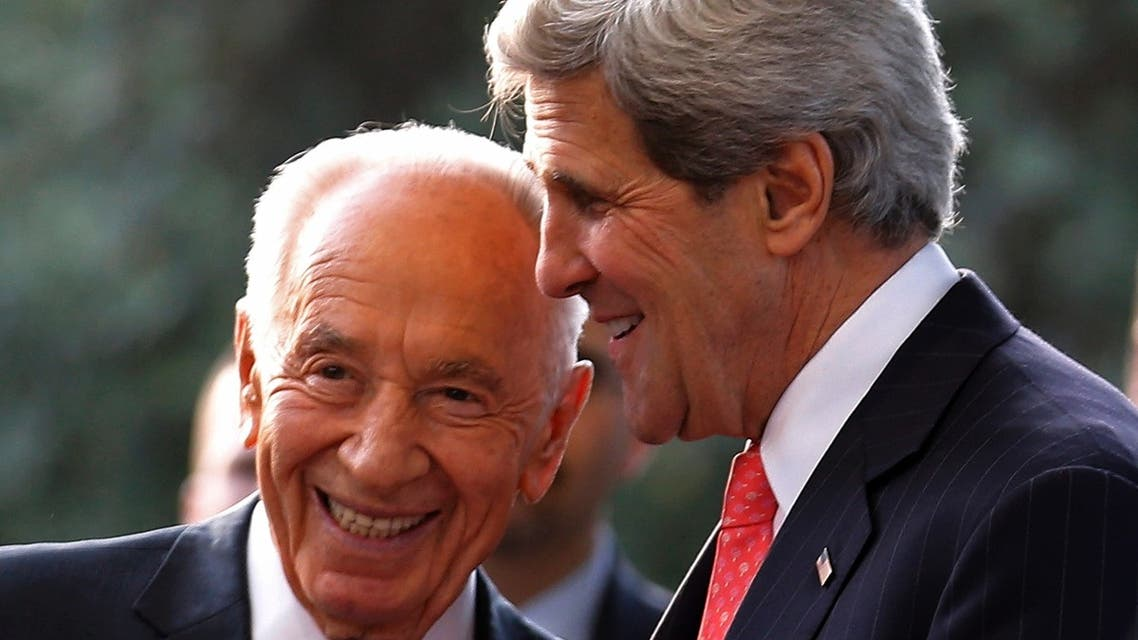 US Secretary of State John Kerry (R) shares a laugh with Israeli President Shimon Peres during their meeting in Jerusalem on May 23, 2013. (AFP)