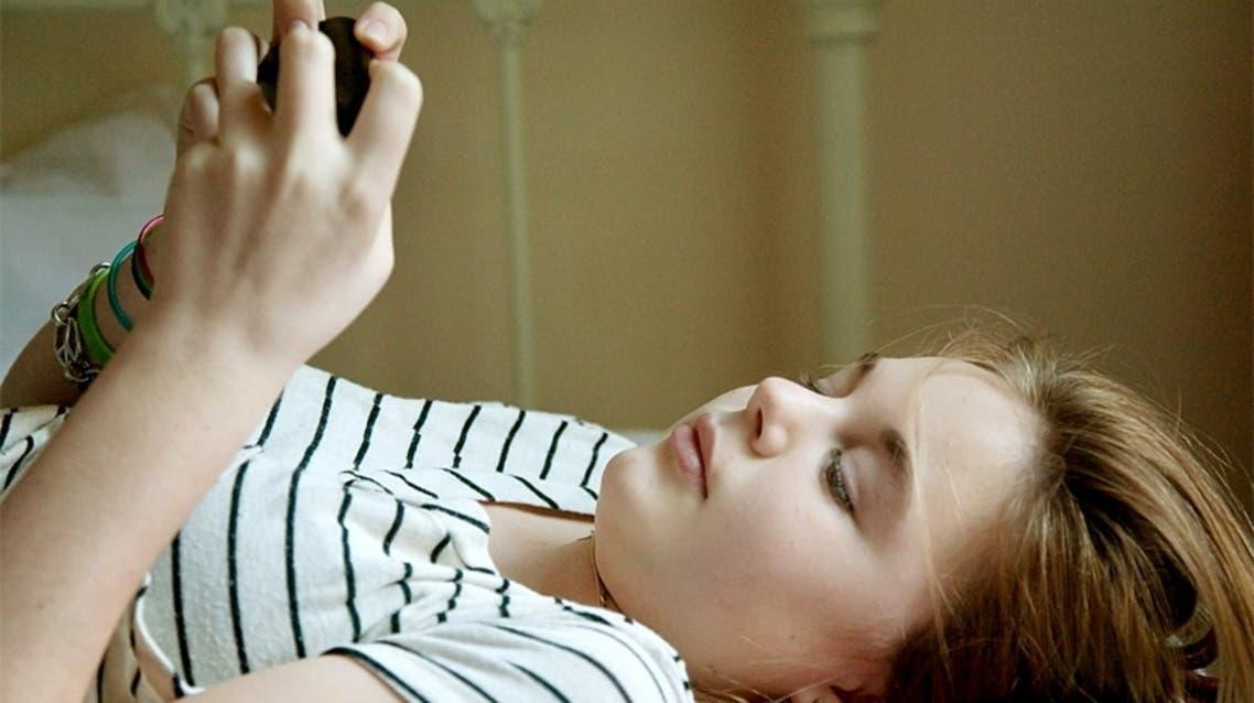 استخدام الكمبيوتر والهواتف الذكية خلال الليل يقلل النوم