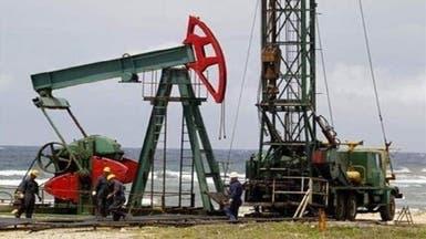 وفرة المعروض وضعف الطلب يعيدان النفط عند 105 دولارات