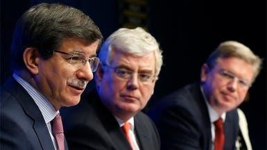 أوغلو يدعو أوروبا إلى رفع حظر السلاح على سوريا
