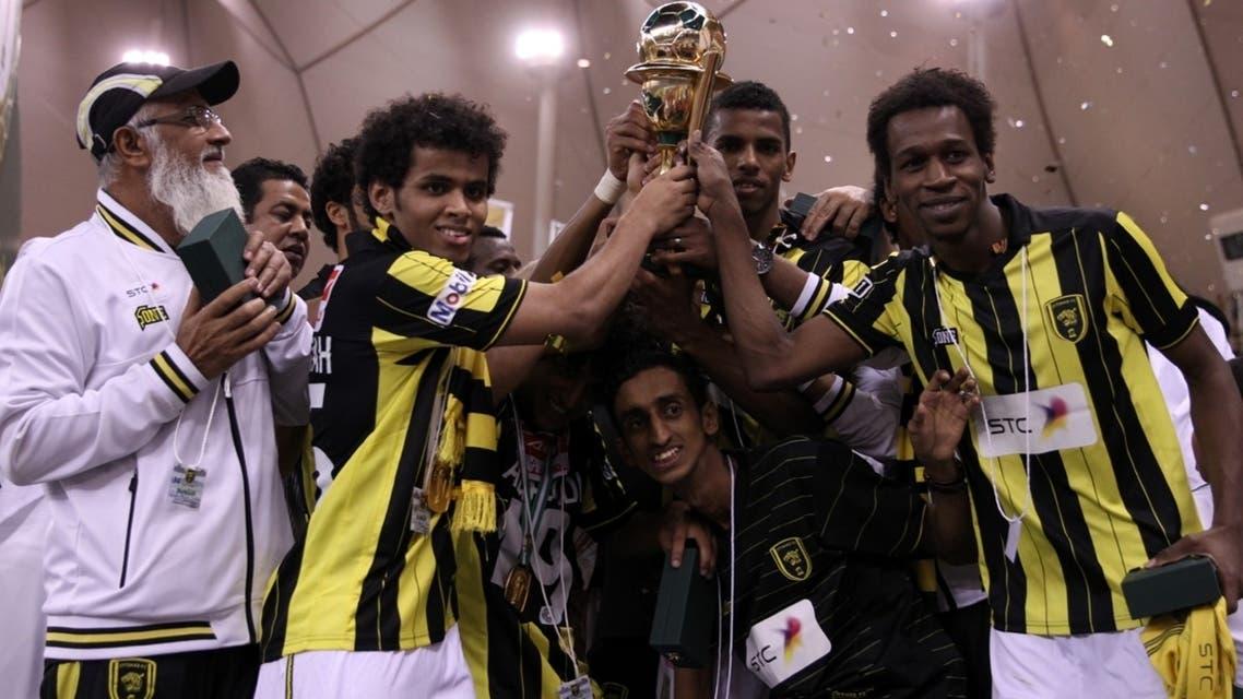 لاعبو الاتحاد يحتفلون باللقب (تصوير: بدر الحمد)