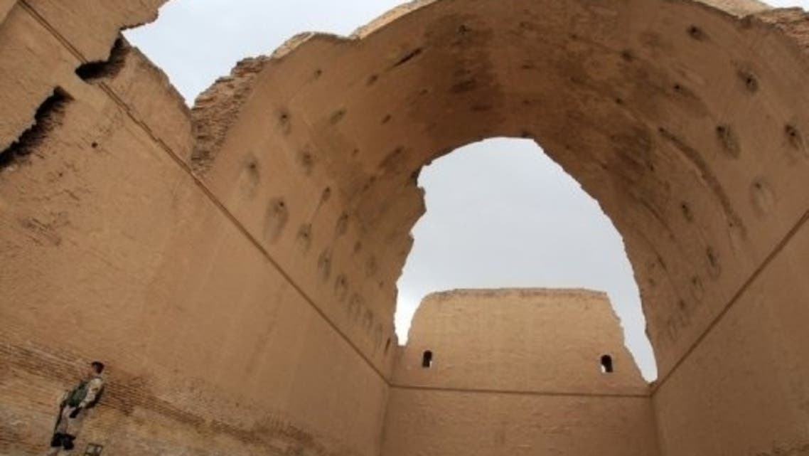 An Iraqi soldier stands under the ancient Arch of Ctesiphon near Baghdad on May 15, 2013 (AFP)