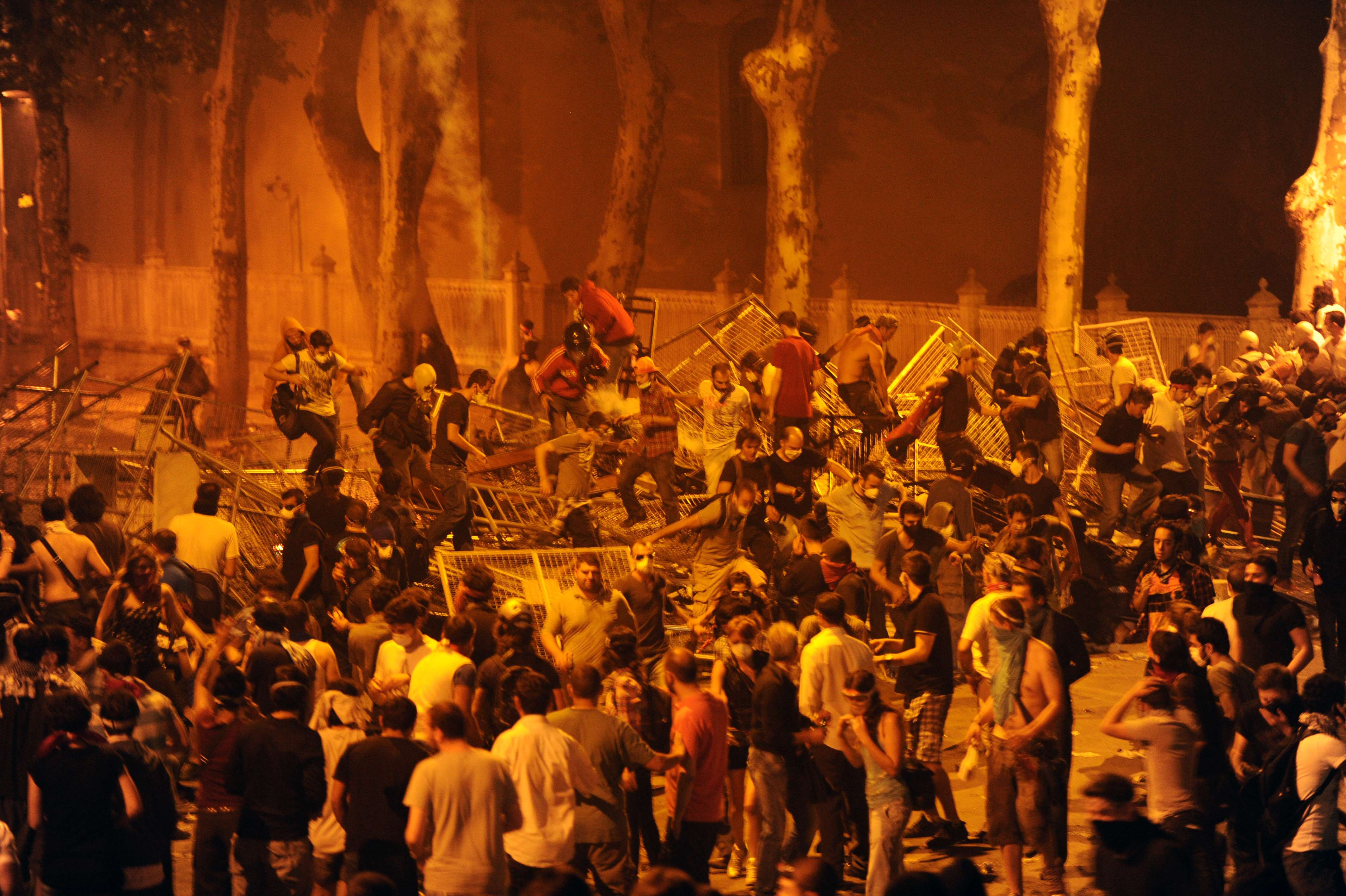 Protestors clash with riot police between Taksim and Besiktas in Istanbul, on June 1, 2013, during a demonstration against the demolition of the park. (AFP)
