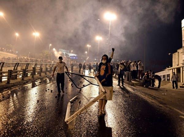 قتيلان باحتجاجات تركيا وغول يتوسط بين المعارضة وأردوغان